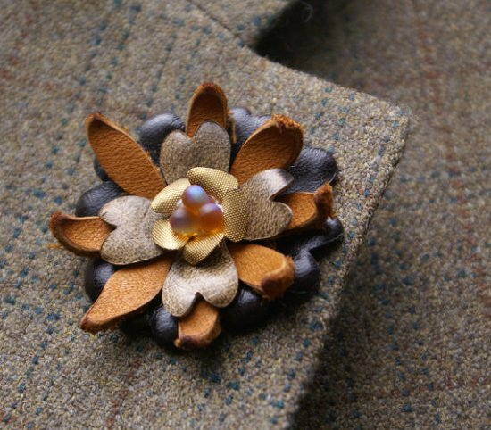 Leather Brooch2